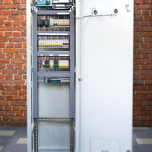 Распределительная панель со встроенным АВР