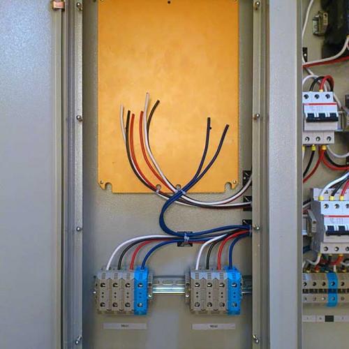 Вводная часть ЩУО, электрический счетчик устанавливается заказчиком