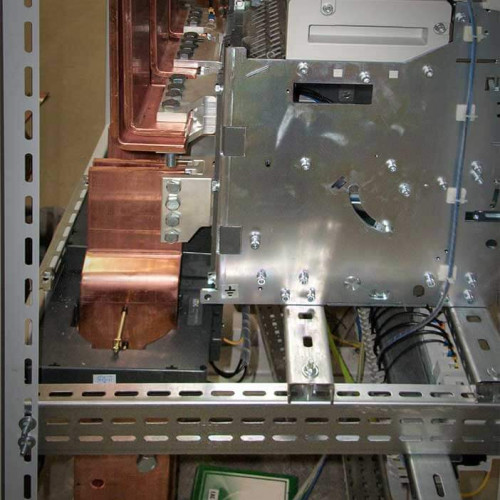 Вводная панель. Подключение вводного автомата к силовым шинам
