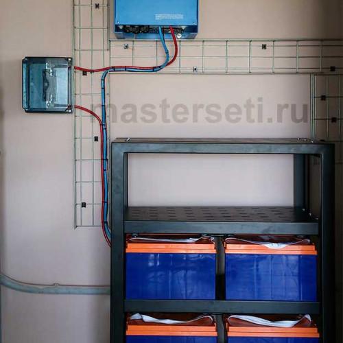 Инверторы и АКБ. Обеспечивается резервирование потребителей и добавление электрической мощности